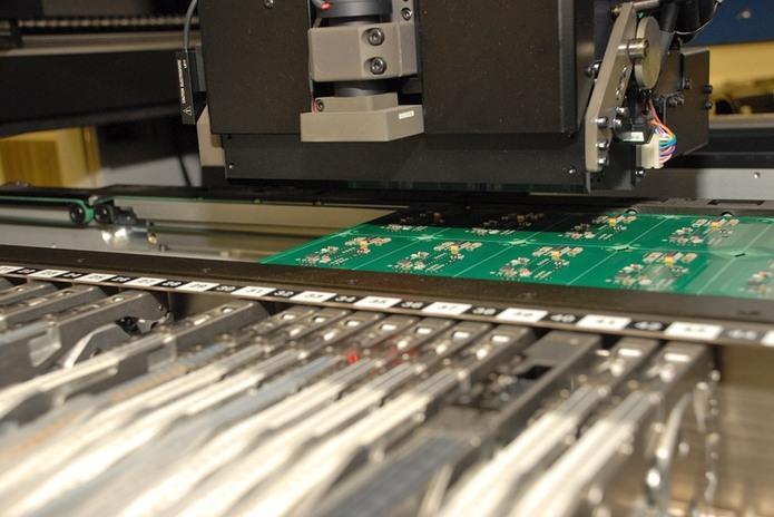 Automatické osazování desek plošných spojů