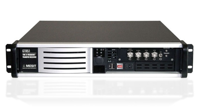 GTR51 – Přijímač GNSS pro transfer času a frekvence